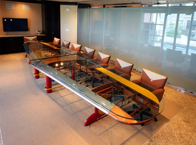 airplane-conference-table