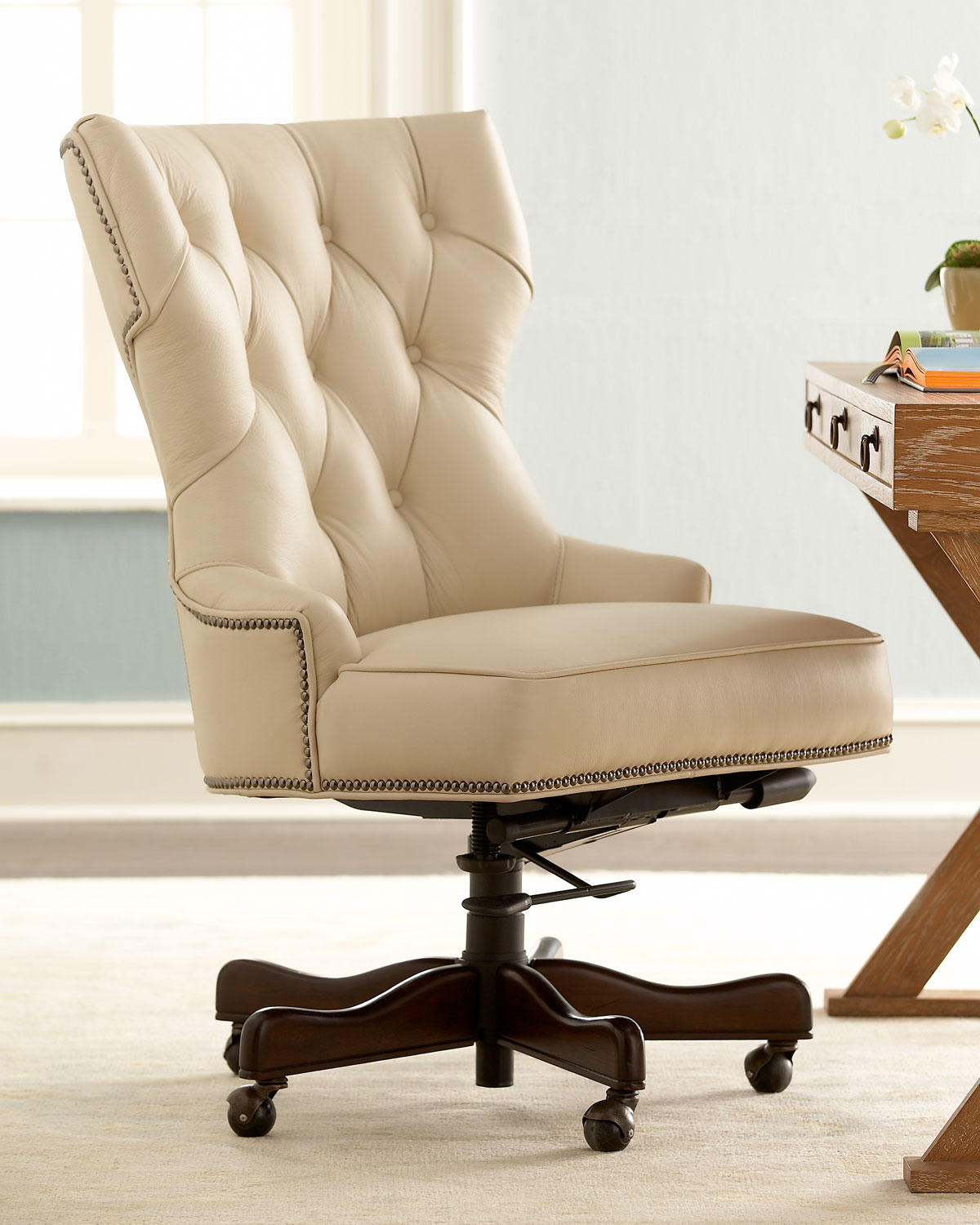 Home Chair: How To Decorate An Office At Work With Leather Chairs