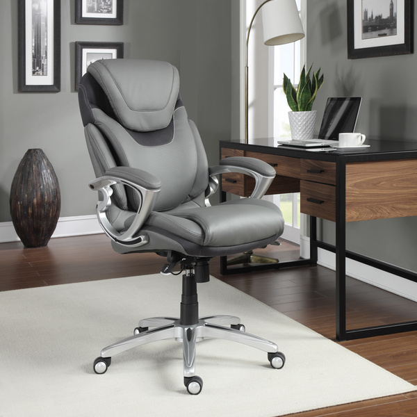 How to Decorate an Office at Work with Leather Chairs
