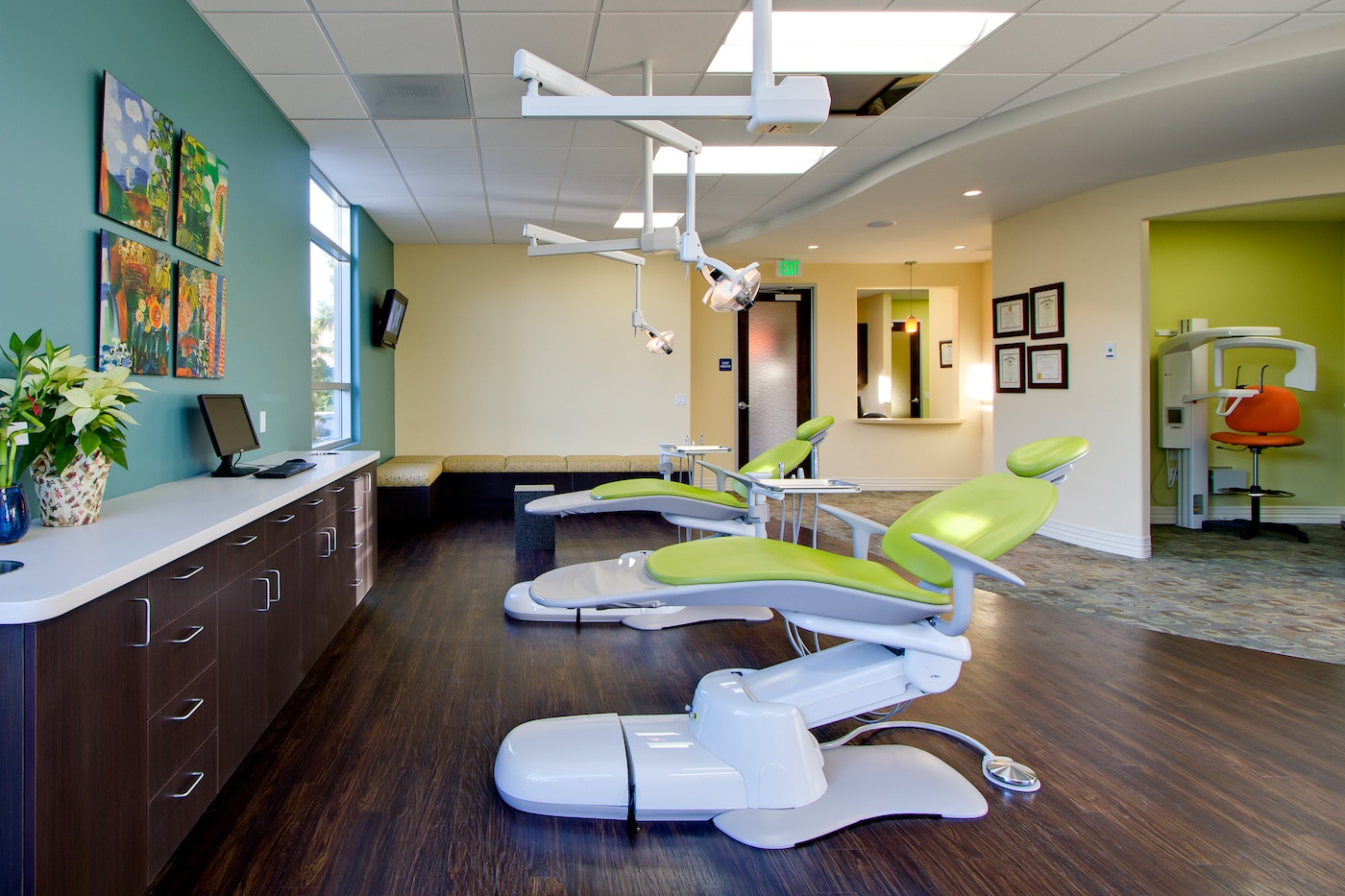Efficient office layout of dental office interior design for Interior office design ideas photos layout